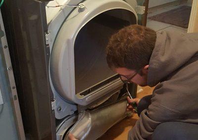 sècheuse en cours de réparation - Atelier Anjou Réparation d'électroménagers à Anjou